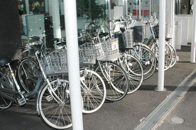 駅でも自転車は貸し出し中 レンタサイクル 一畑電車   松江しんじ湖温泉駅出発